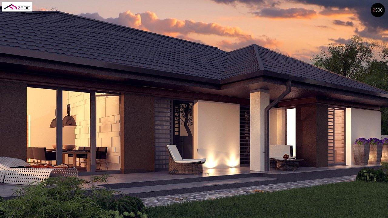Стильный одноэтажный дом с панорамным остеклением в гостиной - фото 2